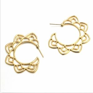 Jewelry - Gold metal hoops with design